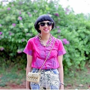 Let's steal the look of Diana Rikasari with our pink embroy kebaya ^^