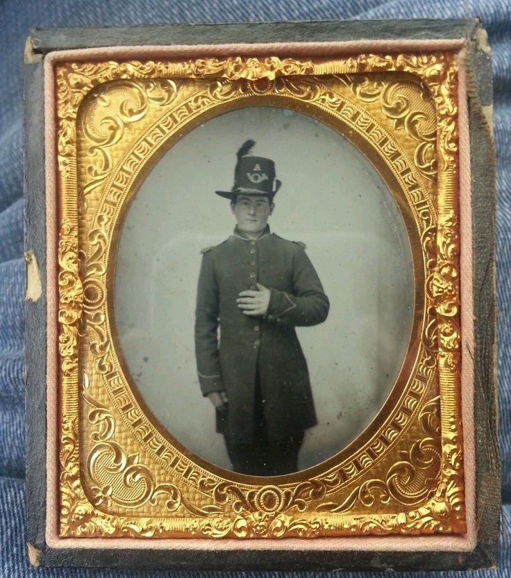 CIVIL WAR HARDEE HAT COMPANY A INFANTRY HAND ON HEART TO THE FLAG TINTYPE