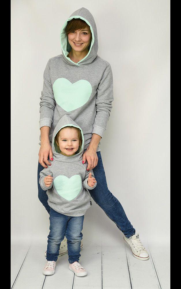 Отличная мать & дочь рубашку набор, изготовлены из серой, более толстые спортивные ткани, с карманами, капюшоном и мята цветы сердце.  Доступные Размеры:  МАТЬ: S,...