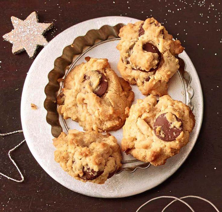 Leckere Kekse mit knackigen Erdnüssen und großen Schokostücken, nicht nur als weihnachtliche Leckerei