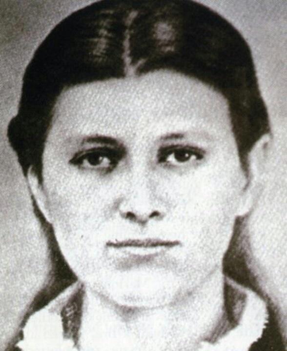 Roseanna McCoy, Randolph McCoy daughter who got pregnant by Johnse Hatfield; Devil Anse Hatfield son.