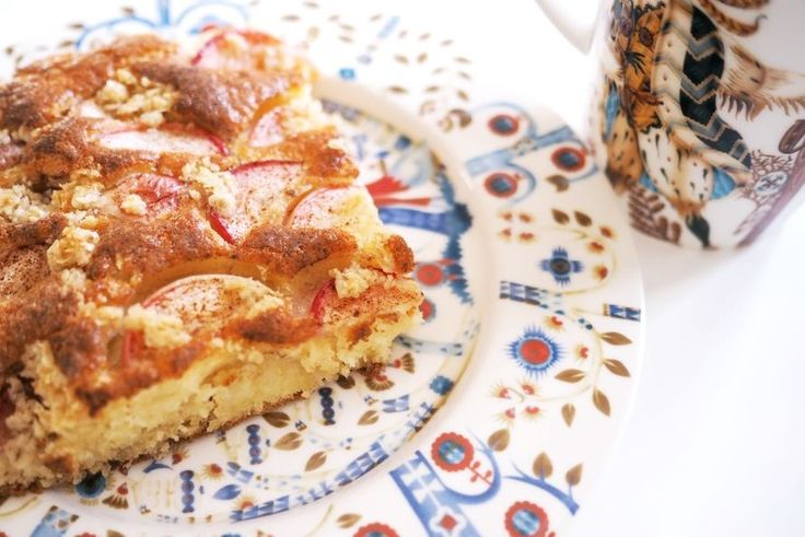 Aivan käsittämättömän hyvä omenapiirakka. Kokeile vaikka. Pohja: 4 kananmunaa 3dl sokeria 5dl vehnäjauhoja 150g sulaa voita 2dl maitoa 3tl...