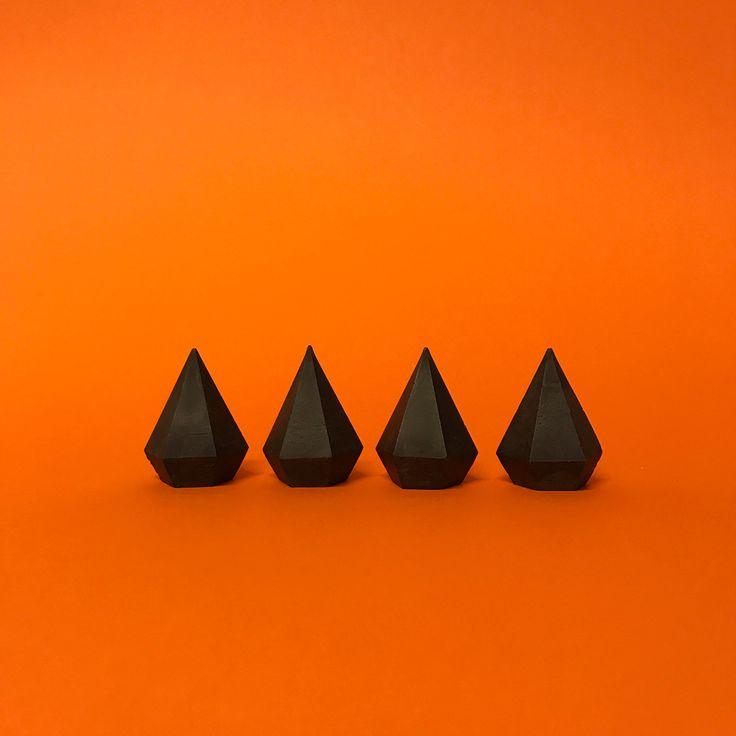 Set of four black marble shine diamonds / Beton Schmuck Halter, Beton Ring Halte…