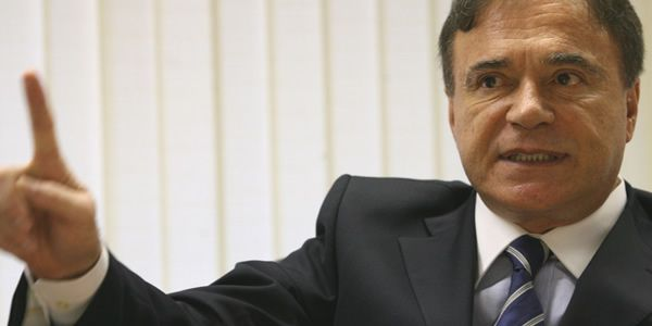 O senador tucano Alvaro Dias continuainconformado e disseque cobrará explicações da Caixa Econômica Federal sobre o sorteio do concurso 1764 da Mega-Sena, realizado na última quarta (25) na cidad…