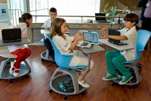 Toti elevii vor avea calculatorul lor. Acordul semnat de Intel cu Guvernul Romaniei