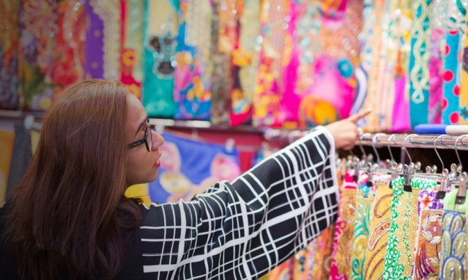 EXPLORE THE TEXTILE SOUK IN DUBAI: SHOP ARABIAN STYLE #dubai #uae #dubai_lifestyle #dubai_shopping #dubai_tradition #shopping #textile_souk