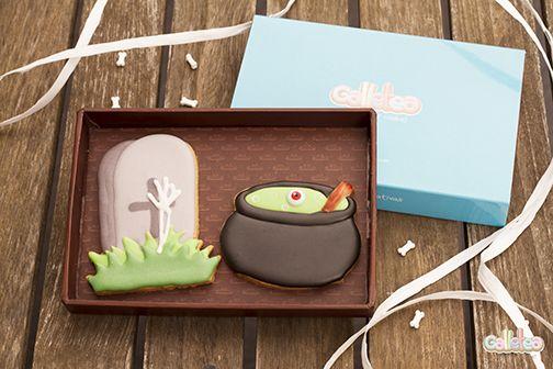 Lápida y caldero...cuidado no te caigas! Diseño de Galletea. http://www.galletea.com/galletas-decoradas/