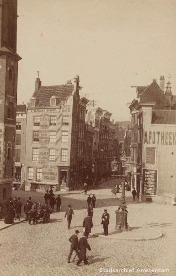 Sophiaplein, nu Muntplein bij ingang Kalverstraat rond 1885...Foto Pieter Oosterhuis