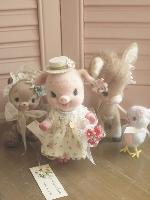 This site has a whole bunch of needle felting ideas. I really love the lady's retro/vintage style.