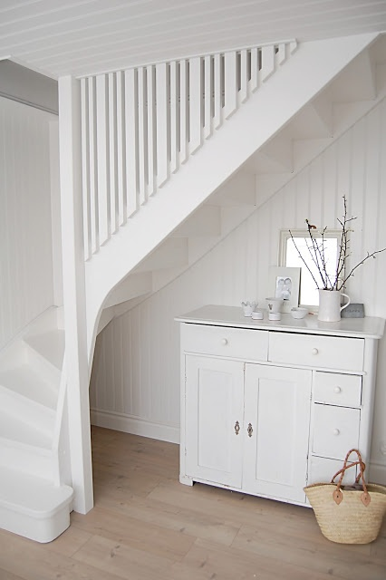 White stair - White balusters/railing
