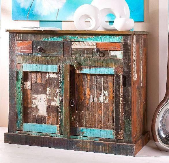 """Alles andere als schäbig kommt der Wohntrend """"Shabby Chic"""" daher! Holzmöbel im Antik-Look, die mit abgesplitterten Farben in Pastelltönen bewusst nicht perfekt sind, versprühen einen romantischen Charme und schaffen eine behagliche Wohn-Atmosphäre. Scheinbar kleine Fehler und Gebrauchsspuren machen die Möbel erst zu richtigen Liebhaberstücken. In der Kombination aus Altem, Neuen und Einzigartigem liegt der Reiz […]"""
