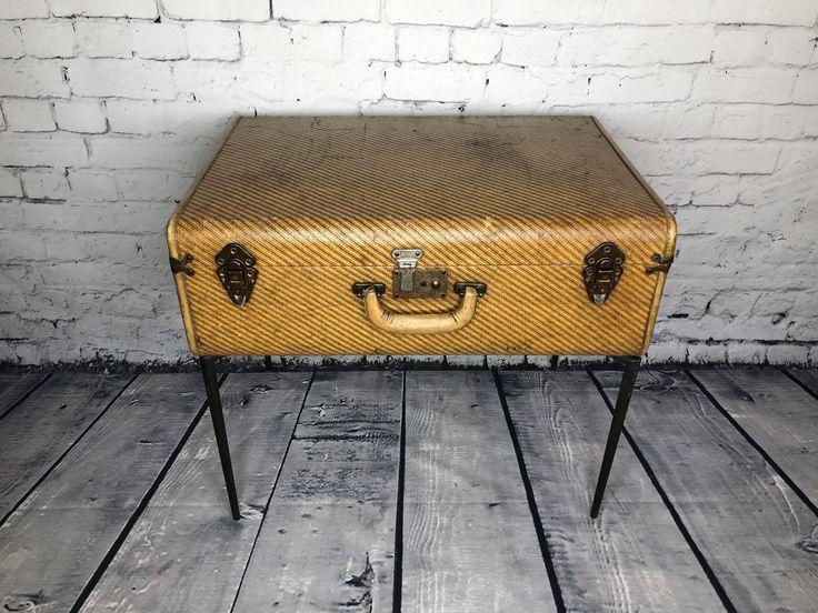 Table valise / Suitcase table PrixC$145.00   English description will follow    Jolie table valise vintage. Les pattes aussi sont vintage!  H. 21 ½'' x L. 24 x P. 16 ½     Cute little vintage suitcase table. The legs are vintage too!  H. 21 ½'' x L. 24 x P. 16 1/2