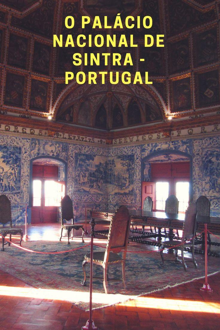 O Palácio Nacional de Sintra é intimista, de fisionomia discreta e formato curioso com suas chaminés idênticas se destacando no conjunto. Seu interior é uma narrativa do passado de #Sintra #Portugal #viajar #viagem #monumento.