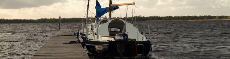 Samen romantisch zeilen op een kajuitzeilboot.