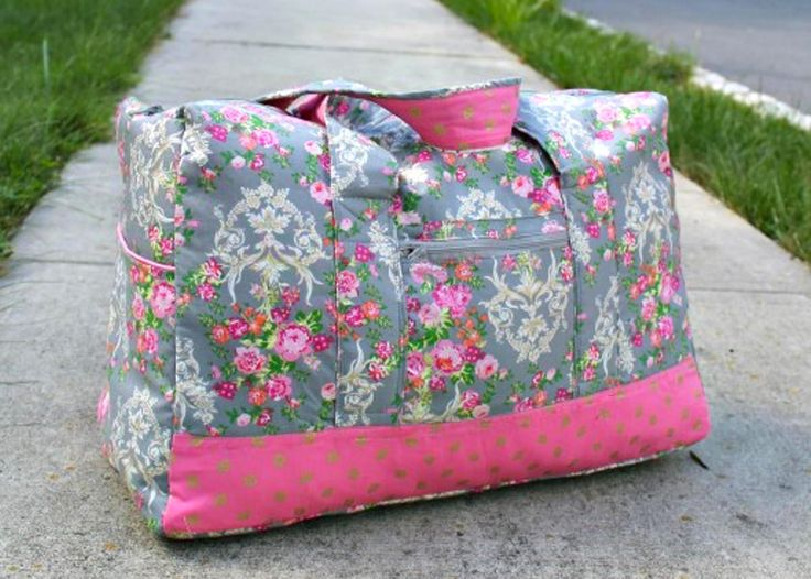 When you love traveling, this Duffel Bag should be included in your next sewing project! The travel duffel bag sewing pattern can be found here: