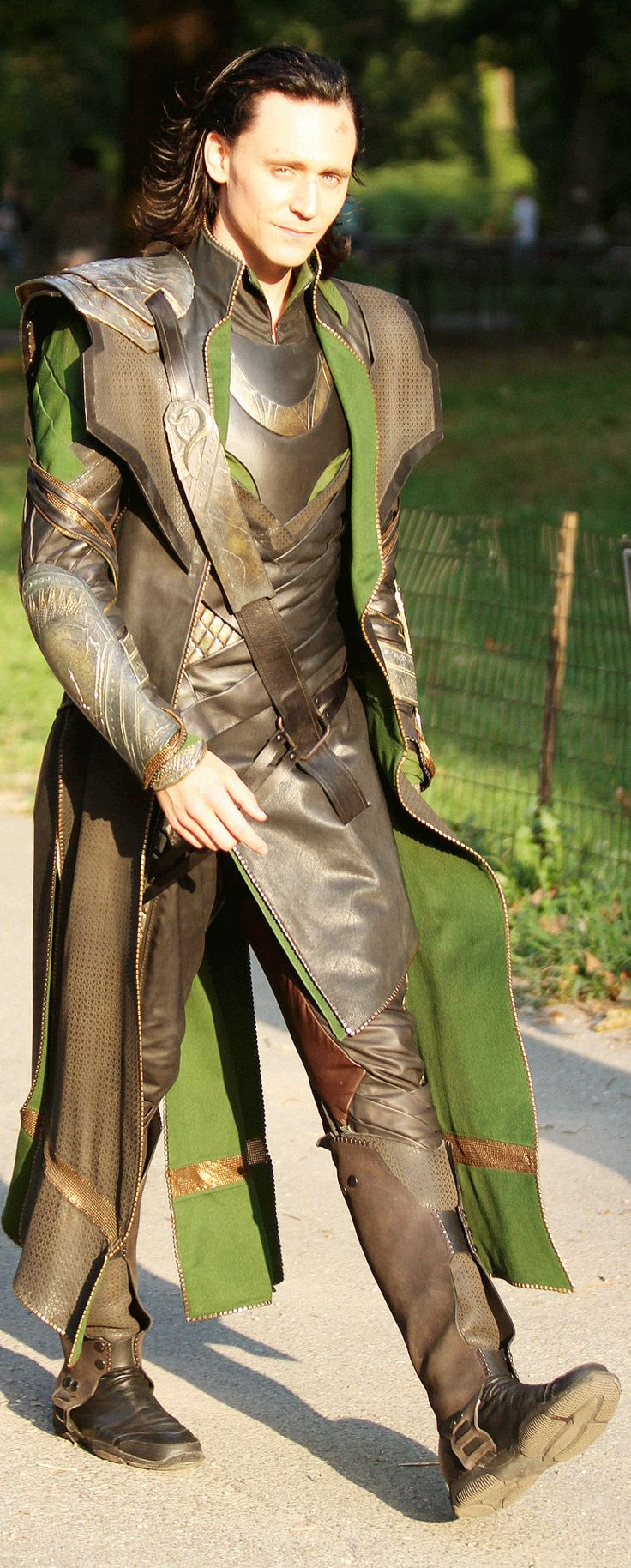Tom Hiddleston on the set of The Avengers (2011) Yet another great shot of the costume in motion. look at the back of the right leg
