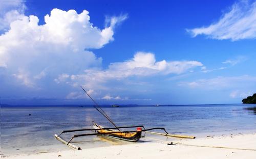 Sampan, Pulau Pahawan, Lampung|http://www.nusatrip.com/en/flights/to/bandar_lampung_TKG #destination #nusatrip #travel #holiday #travelingideas #lampung #indonesia #onlinetravelagency