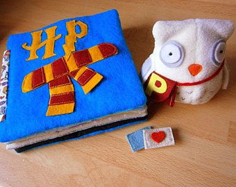 Zauberhaftes Quietbook Set für Babys mit Schneeeule,Stoffbuch, Kuscheltier, Eule, Eulenpost, handgearbeitet