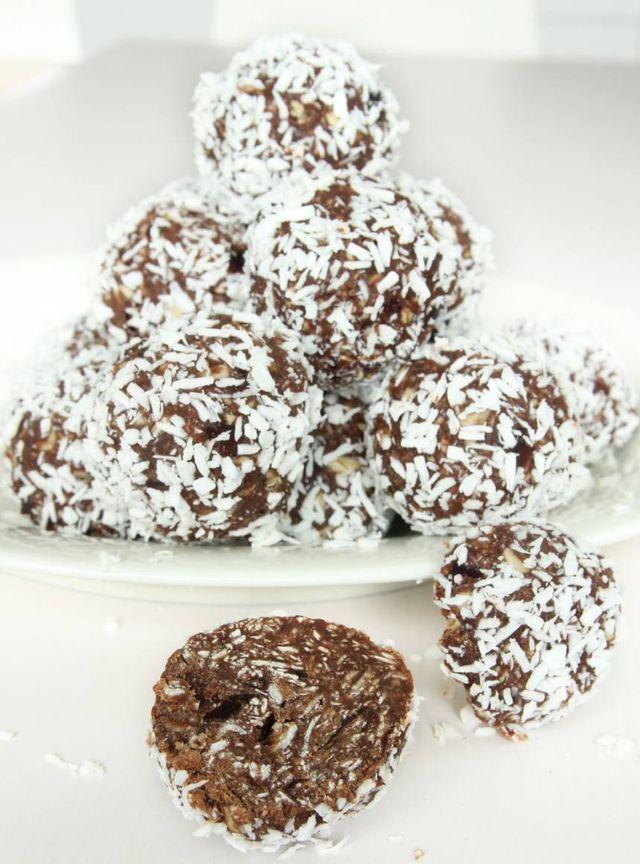 Nyttiga chokladbollar utan socker. Den söta smaken kommer från dadlar! Om man inte vill använda kokosolja kan man byta ut det mot smör.  TIPS! Följ mig gärna lindasbakskola på Instagram (klicka här),