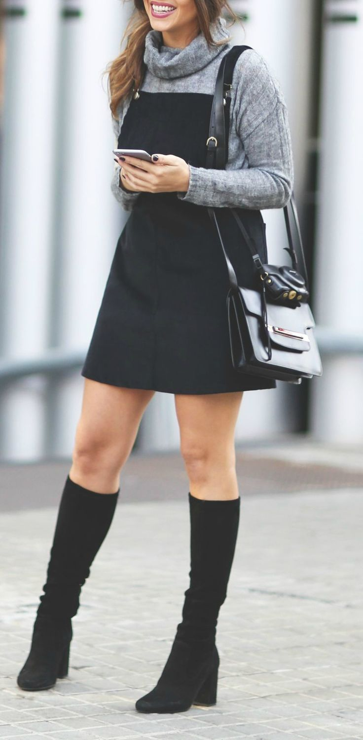 Pinafore dress + turtleneck. This is so stylish omd #fashion