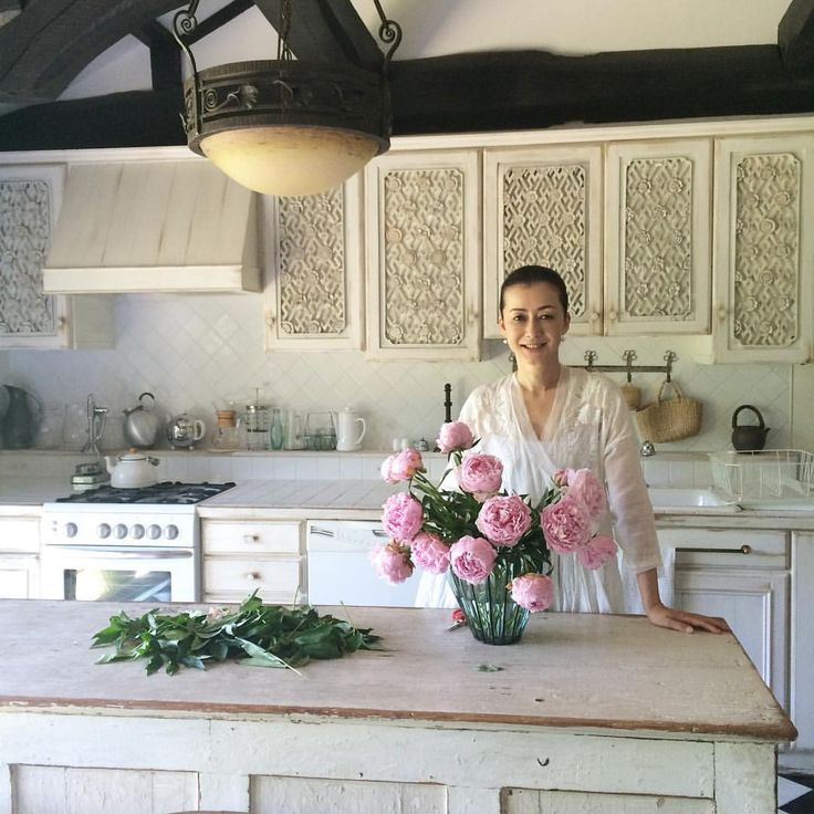 葉山の家のキッチンにて。 #季節の花 #芍薬 #葉山