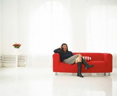 Como pintar móveis com revestimentos em tecido com spray ou pincel   eHow Brasil