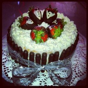 Torta fragole, cioccolato e panna
