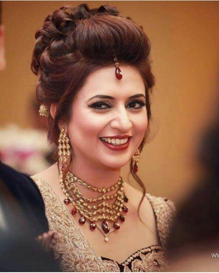 Elegante Beste Frisur Fur Round Face Indian Neue Haare Modelle Engagement Hairstyles Bridal Hairstyle Indian Wedding Indian Hairstyles