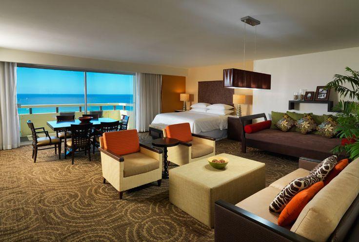 Sheraton Waikiki Hotel - ohana suite living room