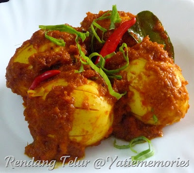 rendang telur (egg cooked in rendang spices)