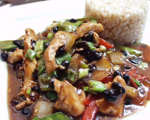 Black Bean Chicken is, perhaps, my favorite stir fry dish!  The black beans give the chicken a wonderful nutty taste.  Fast and easy to make, this can also be made with firm tofu so its a delicious vegetarian dish.  :)  You can get fermented Chinese black beans in either sauce or whole bean form.  This is an adapted recipe from Cooking Light, January 2004.