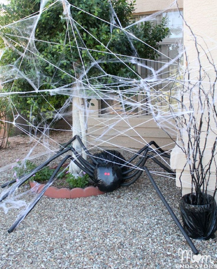 diy halloween decorations spooky spider web and a giant spider - Homemade Halloween Props