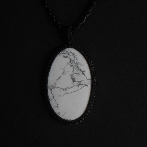 Howlite oval pendant - gemstone macrame jewelry $35.00 #Howlitependant  #gemstonependant  #macramejewelry  #ovalpendant  #giftideas  #whitegemstone