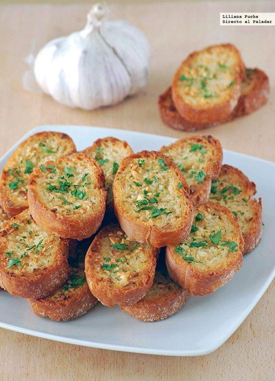 Ingredientes 1 barra de pan estilo baguette, de corteza crujiente y miga firme, 65 g de mantequilla sin sal a temperatura ambiente, 2 ...