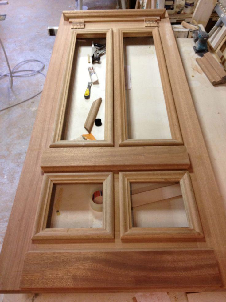 Geheel naar design van de klant. Klassieke robuuste hardhouten voordeur met de hand gemaakt, speciaal maatwerk.