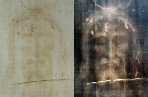 """Kontroversi gambar wajah Yesus  Kain kafan dari Turin selama ini diklaim sebagai dasar penggambaran wajah Yesus  Nama Yesus putra Maria adalah sosok yang diyakini sebagai inkarnasi Tuhan menurut ajaran Kristen trinitarian. Meski ada Kristen versi Unitarian yang menolak status """"keilahian"""" Yesus bahkan sejumlah sekte juga tidak percaya Yesus disalib. Namun Kristen Trinitarian berhasil berkembang ke penjuru dunia karena berhasil meraih dukungan dari penguasa Romawi lalu """"membersihkan"""" sekte…"""