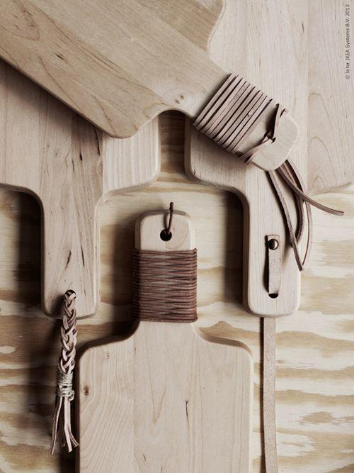 Een eenvoudige snijplank (van bijvoorbeeld IKEA) is met een paar handelingen om te toveren in een heuse blikvanger.