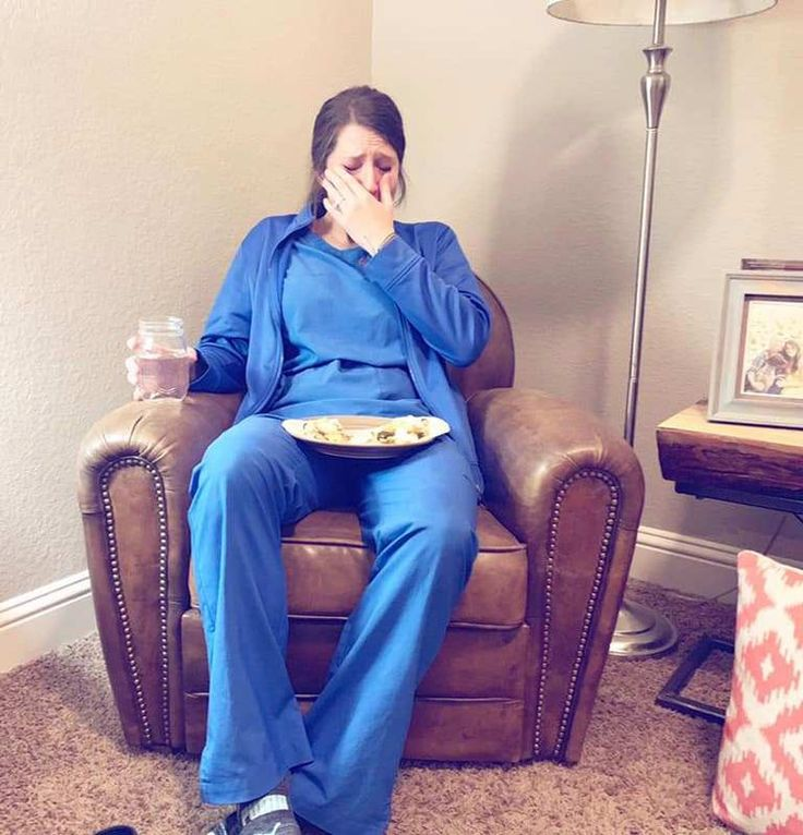 Heartbreaking pic shows exhausted nurse sobbing after