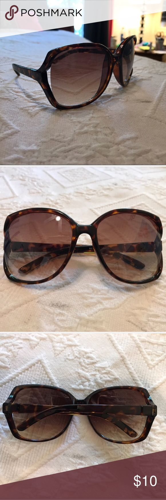 💛LIGHTLY TINTED SUNGLASSES Super cute big sunglasses, lightly tinted and stylish. Fit wonderfully and only worn once.  💖Five star seller!  ❤️Same day shipping!  💛Feel free to ask questions! 💚Make an offer! 💙Bundle and I'll shoot you an offer! 💜Discounts for bundles! 🖤Free stickers/gifts with every purchase! Accessories Sunglasses