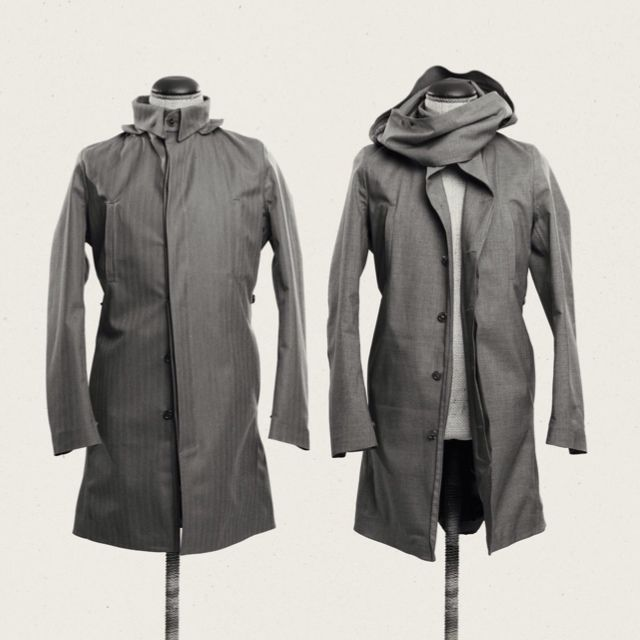 Now it's on, now it's off! The storm flap adds flair and function. Or, take it off for a more cleaner look . #singlebreasted #raincoat #coat #frakk #regnfrakk #japansketekstil  #hybridshopping #bergen