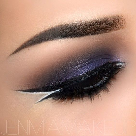 DOUBLE LINER -- Dramatic eye makeup with a double liner and a pop of white on the outer corner!: