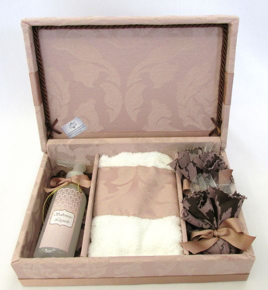 Linda lembrança para padrinhos e madrinhas de casamento. Kit lavabo com sabonete líquido + toalhinha + sachês. R$ 118,00