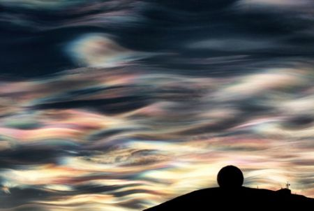 Noctilucent clouds in the skies above Antarctica are an ominous harbinger of the atmospheric damage that is occurring there. EXCELLENT WEBSITE