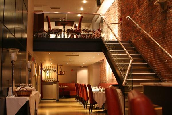 @Ivy Restaurant - The Ivy restaurant is known for many things. Fine dining, great atmosphere, great staff, beautiful surroundings and obviously the celebrity Diners.  http://www.ivyrestaurantgroup.com/