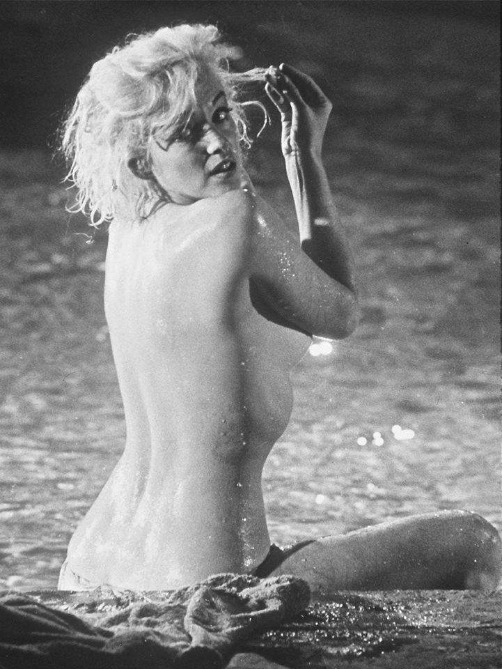 Marilyn monroe bare breasts, sex movies name
