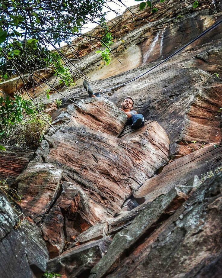 Cada um escolhe a sua poltrona de domingo... #climbingshoes #escalada #calangando #rockclimbing #montanha #lifestyle #landscape #climbing_pictures_of_instagram #mentalize #xgames #trip #photooftheday #me #instaclimb #climbing #vempromeumundo #naturephotography #adventure #natureza #explore #aventura #photographer #nocaminhoteexplico #ubuntu #up #teamup by georthonsaraiva