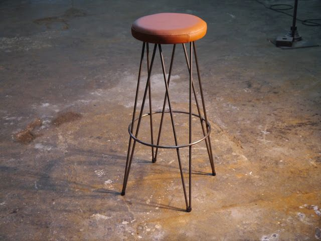 Mesas y sillas en metal de estilo industrial en hierro y madera envejecida ,: Nuevos modelos de sillas , mesas y taburetes 2013 de Dadra