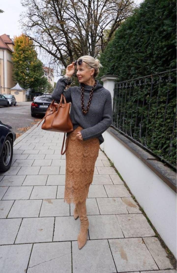 Wie style ich Camel in der Mode für Blondinen. Di…