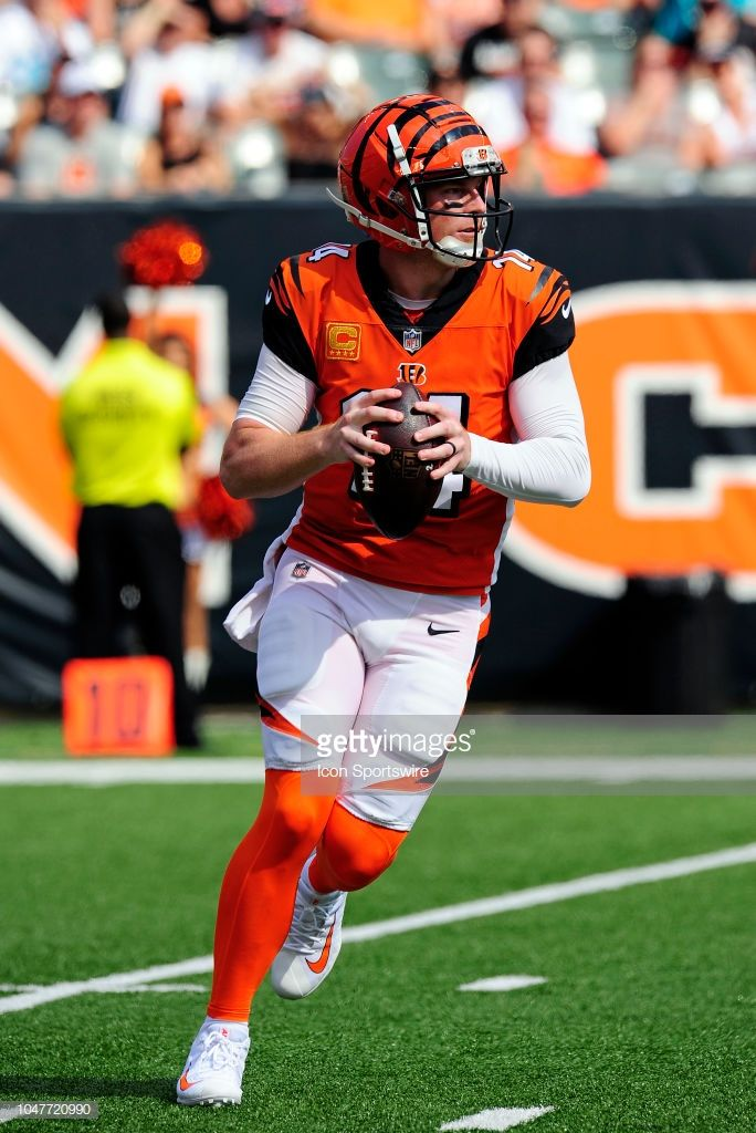 quality design da753 00144 Cincinnati Bengals Quarterback Andy Dalton scrambles out of ...