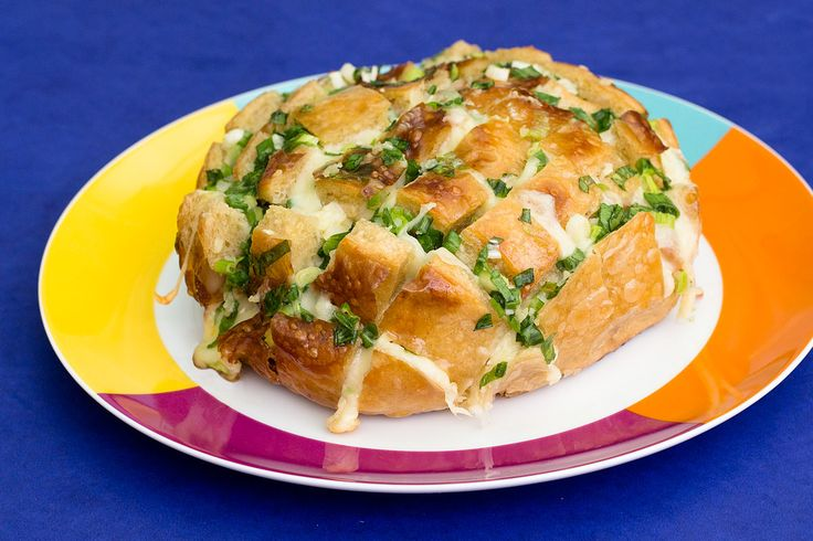 Receita pão italiano com queijo recheado com manteiga, alho e cebolinha. https://www.facebook.com/saldeflor/